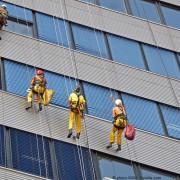 Regelmässiger Gebäudeunterhalt, ob Fenster oder im Gebäude selbst.